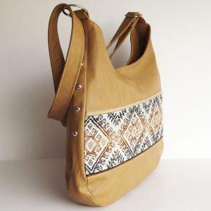 Shoulder bag beige with blanket